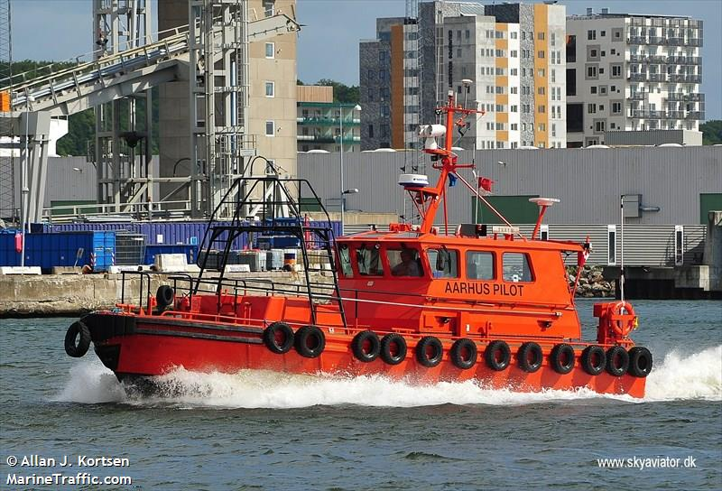 vessel AARHUS PILOT IMO: 219005477,