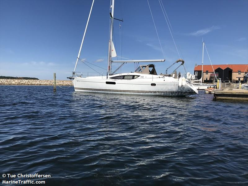 vessel ADVENTURE IMO: 219015822,