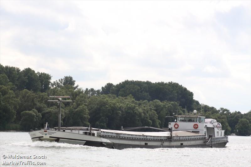 vessel ADELINE IMO: 244130292,