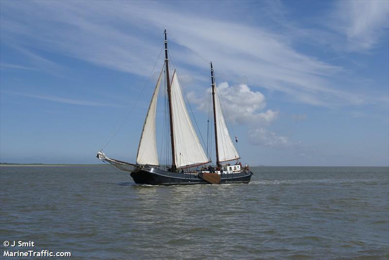 vessel AAGTJE IMO: 244660941,