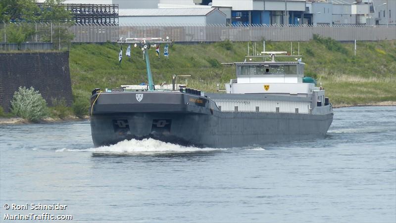 vessel ADRIAAN PIETER IMO: 244830522,