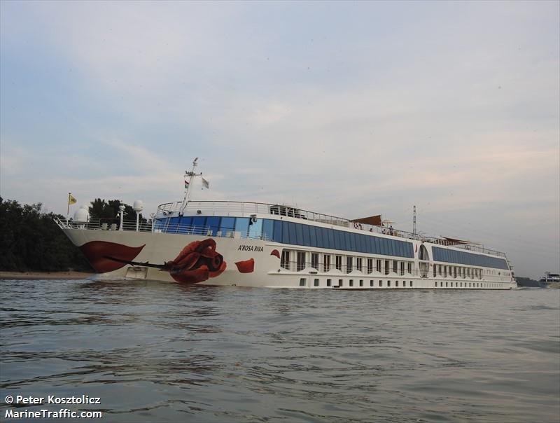 vessel A ROSA RIVA IMO: 269057664,